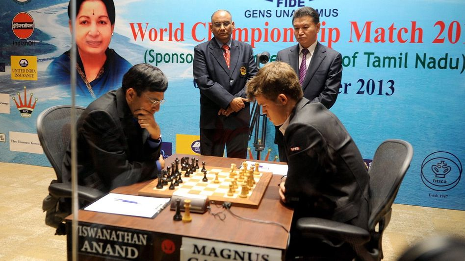 Titelverteidiger Anand (l.), Carlsen: Der Weltmeister hatte die Kontrolle