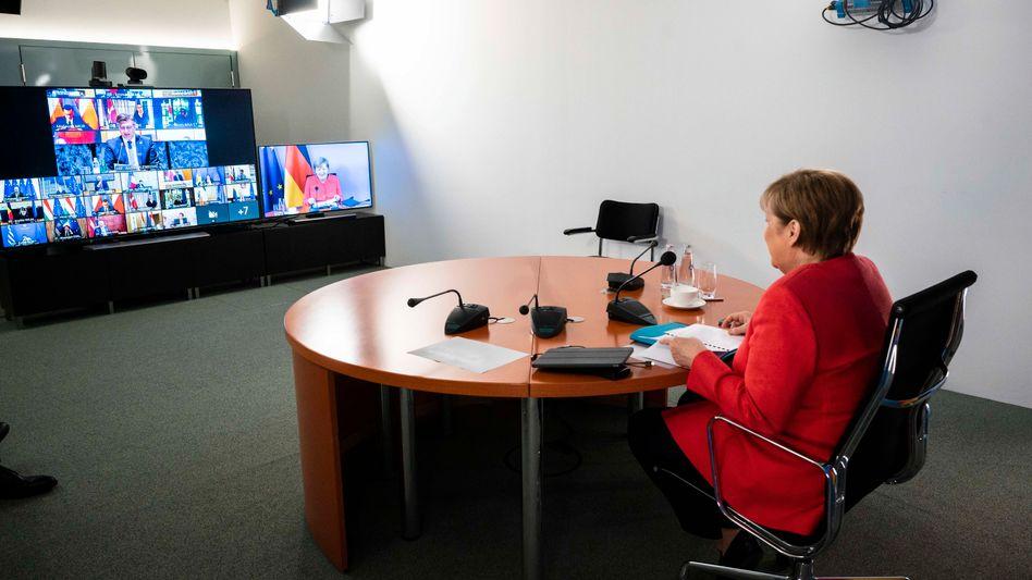 Kanzlerin Merkel bei der Videokonferenz mit den Mitgliedern des Europäischen Rates