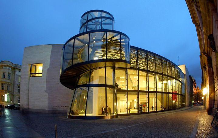 Der gläserne Erweiterungsbau des Deutschen Historischen Museums in Berlin (hier 2003) stammt ebenfalls von I. M. Pei