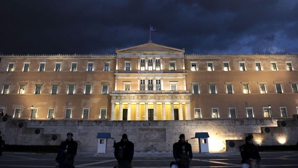 Griechisches Parlament in Athen: Troika erwartet weiteres Rettungspaket