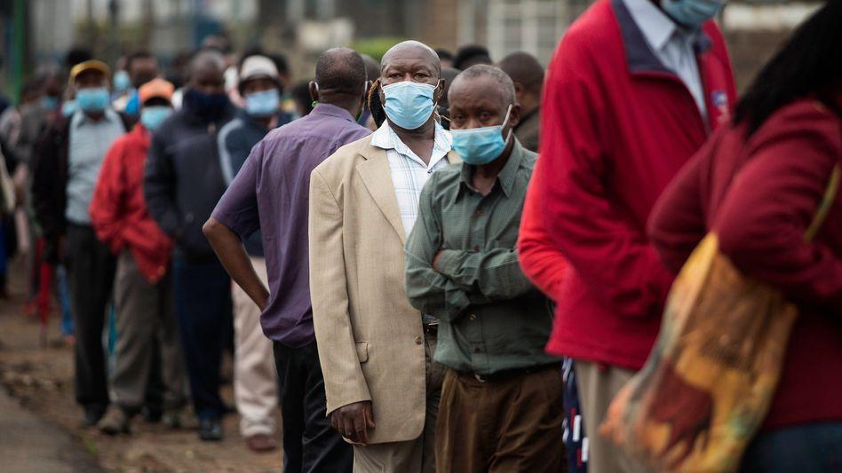 In wohlhabenderen Staaten wandert Impfstoff in den Müll, afrikanische Länder hoffen jetzt auf Spenden – doch auch dort müssen Dosen weggeworfen werden