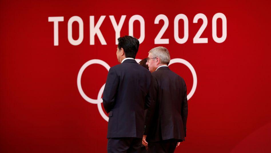 Japans Premier Shinzo Abe und IOC-Präsident Thomas Bach