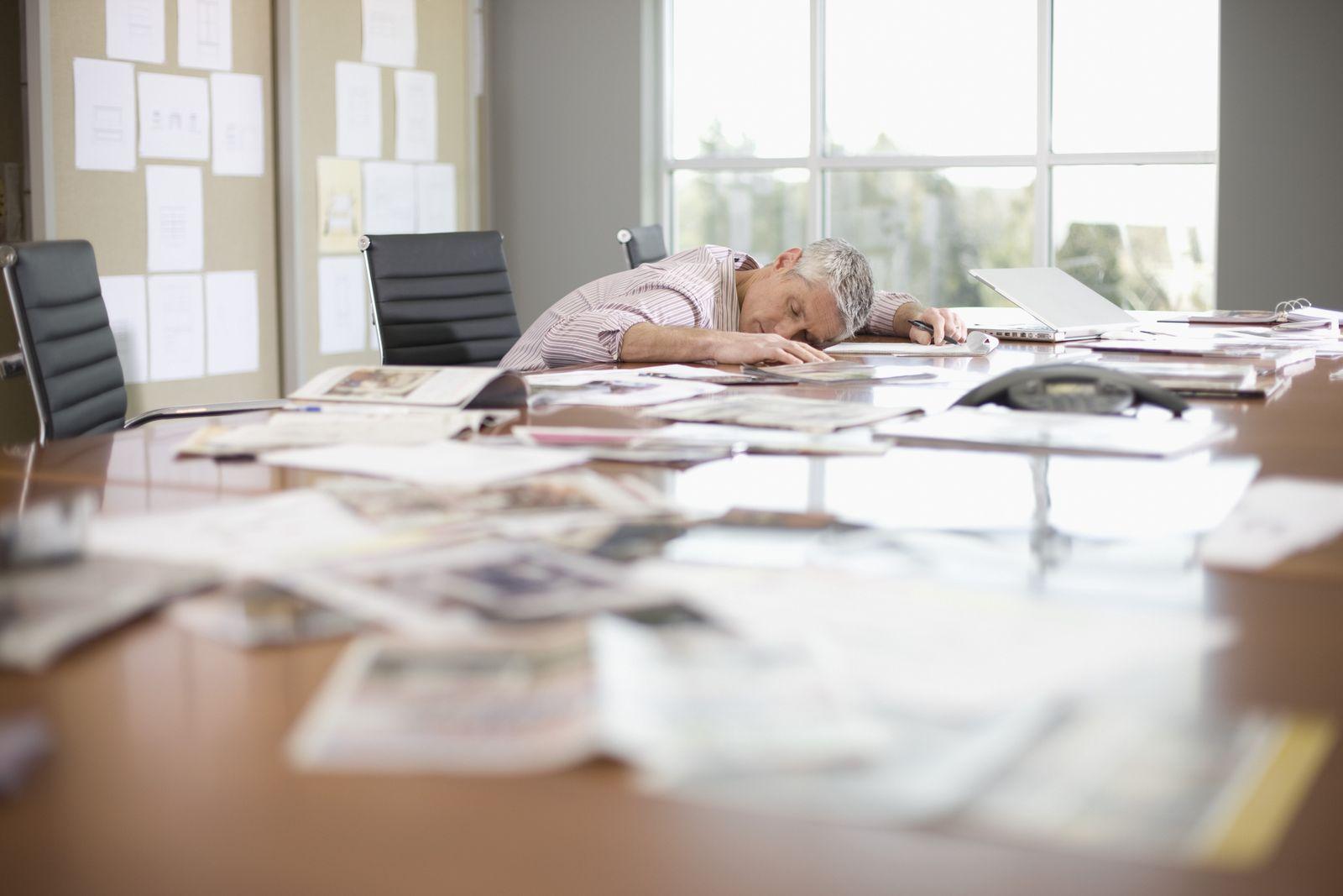 NICHT MEHR VERWENDEN! - Tisch / Schreibtisch / überarbeitet / müde