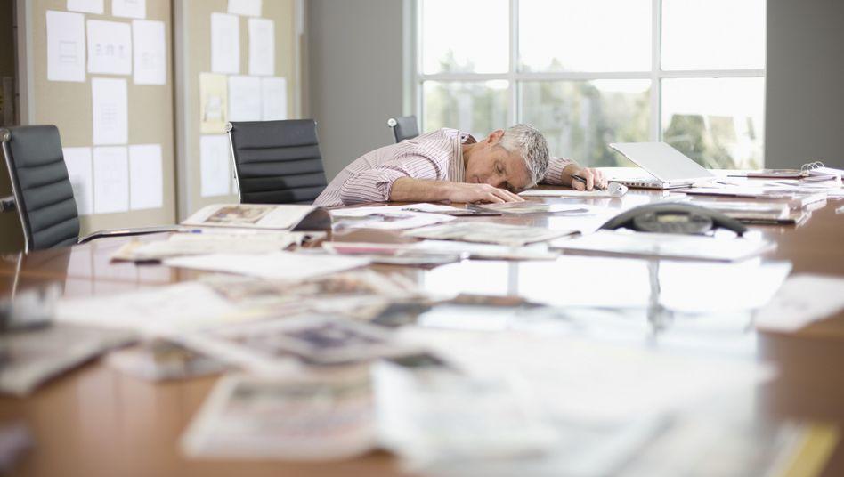 Vom Schlaf übermannt: Anwälte in Law Firms haben lukrative Jobs mit Extrem-Arbeitszeiten