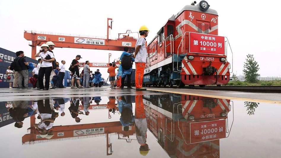 Güterzug in Wuhan nach der Ankunft aus Hamburg