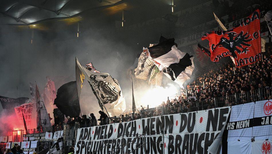 In Frankfurt protestierten am Mittwoch im Pokal die Fans - das soll auch am Wochenende so weitergehen