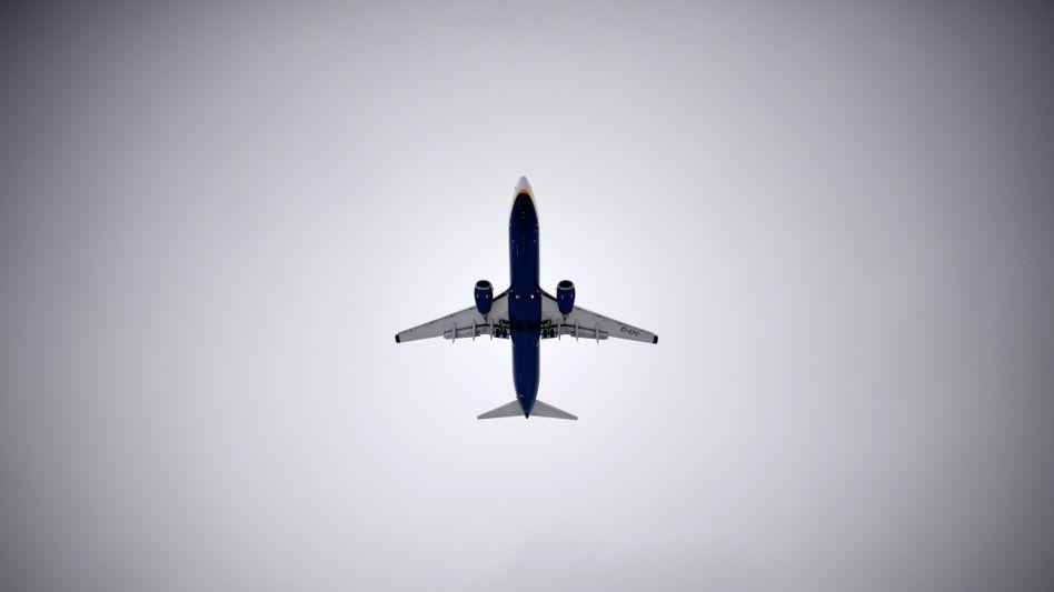 Himmel über Berlin: Passagierflugzeug landet in Schönefeld