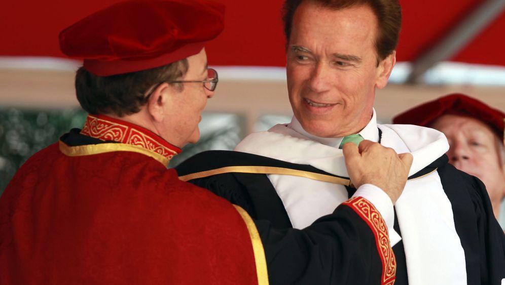 """Professor"" Schwarzenegger: Arnie auf Titeljagd"