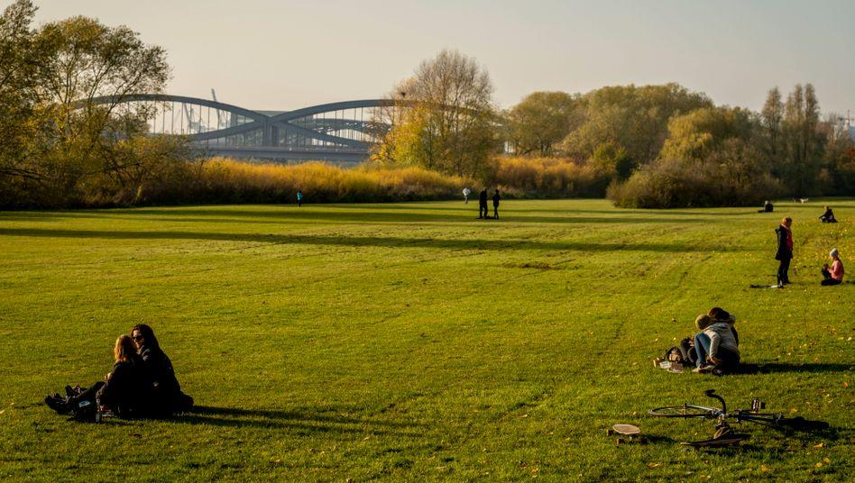Entenwerder Park in Hamburg: Outdoortreffpunkt