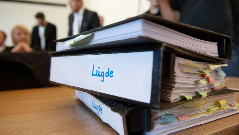 Freispruch trotz Geständnis: Aktenordner aus dem Lügde-Prozess (Archivbild)