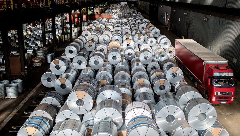 Stahlproduktion in Deutschland - Experten sagen Einbruch der Wirtschaftsleistung um rund fünf Prozent voraus