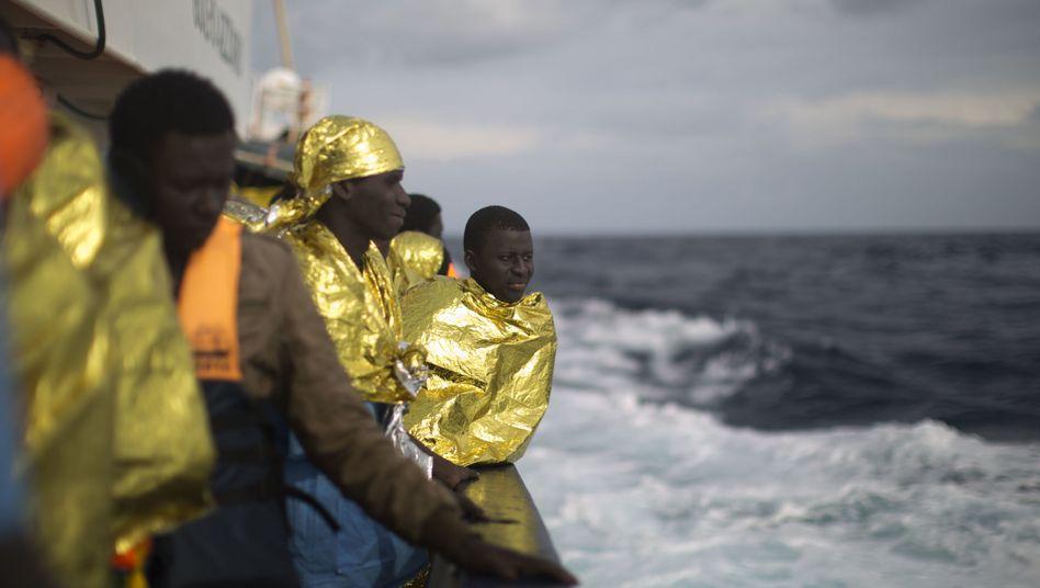 Gerettete Flüchtlinge vor Libyen