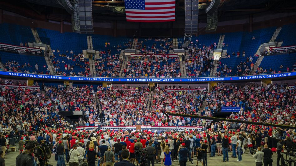 Viele Ränge blieben leer: Donald Trump spricht in Tulsa