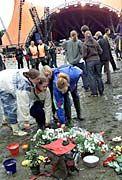 Roskilde: Blumen für die Toten