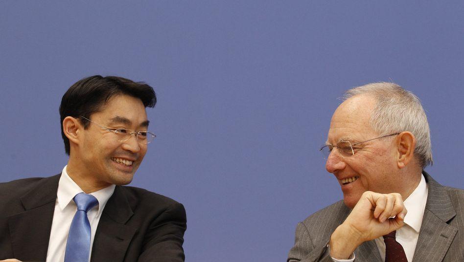 Wirtschaftsminister Rösler, Finanzminister Schäuble: Geldsegen für die Regierung