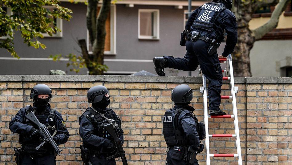 Polizisten in Halle: Haftbefehl gegen Attentäter erlassen