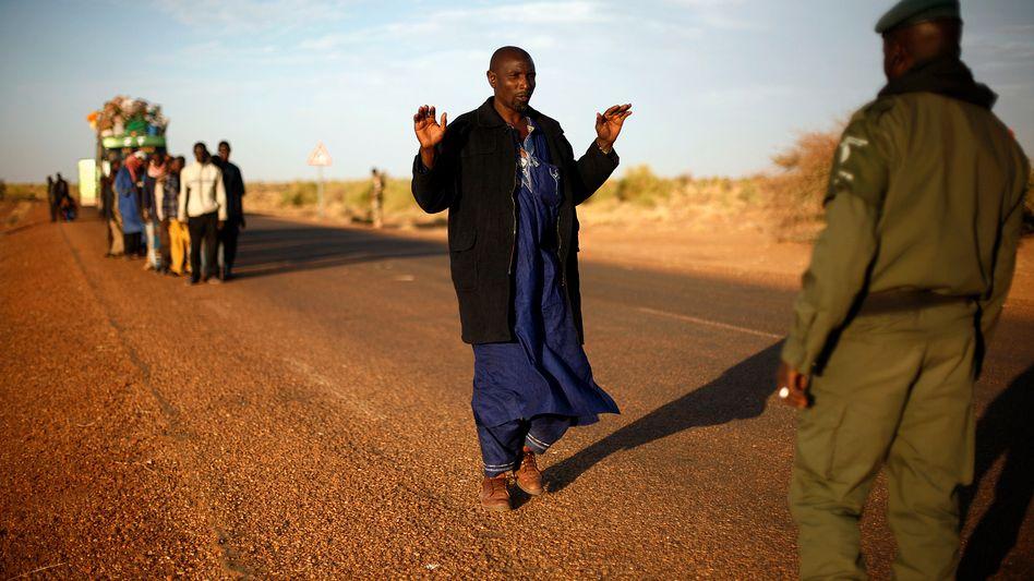 Militärkontrolle an der Grenze zwischen Mali und Niger