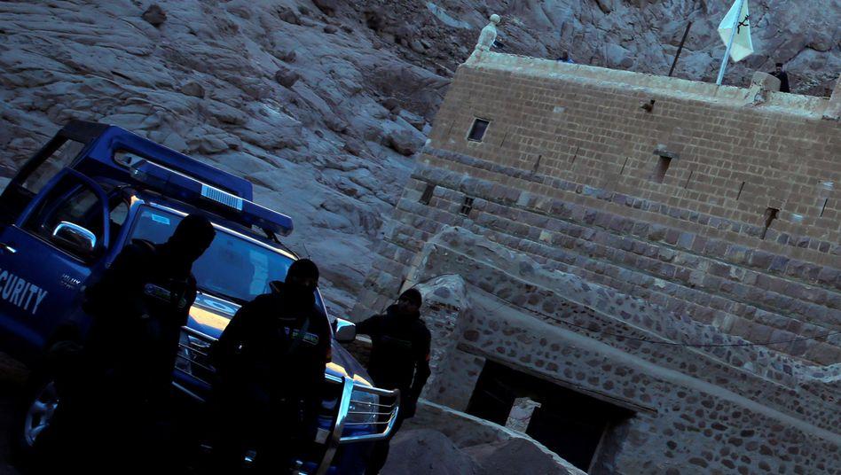 Sicherheitskräfte vor dem Katharinenkloster (Archivbild)