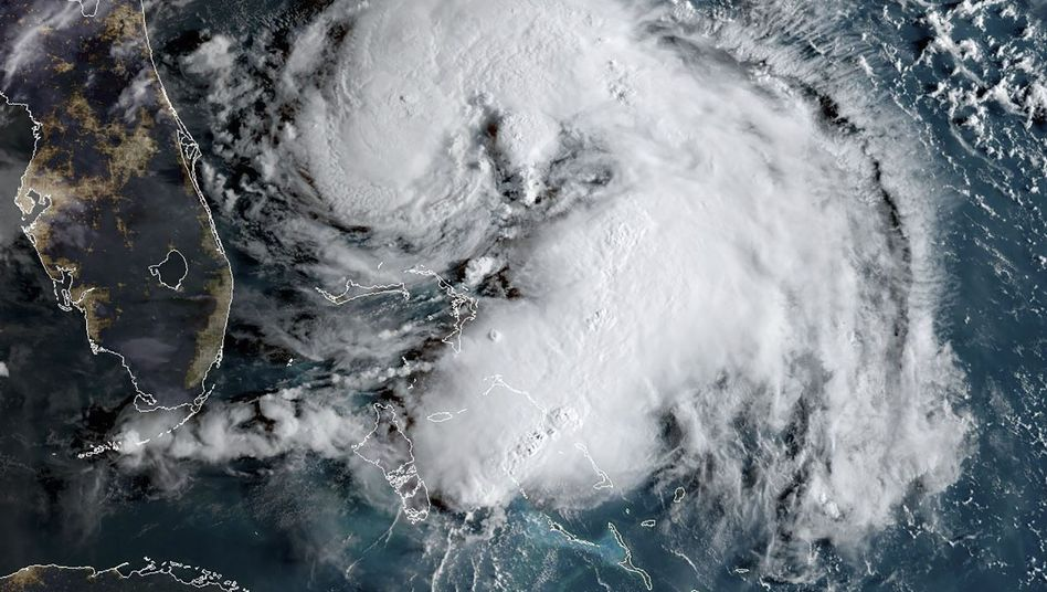 """Satellitenaufnahme von """"Humberto"""": Der Sturm hat sich zu einem Hurrikan der niedrigsten Stufe entwickelt"""