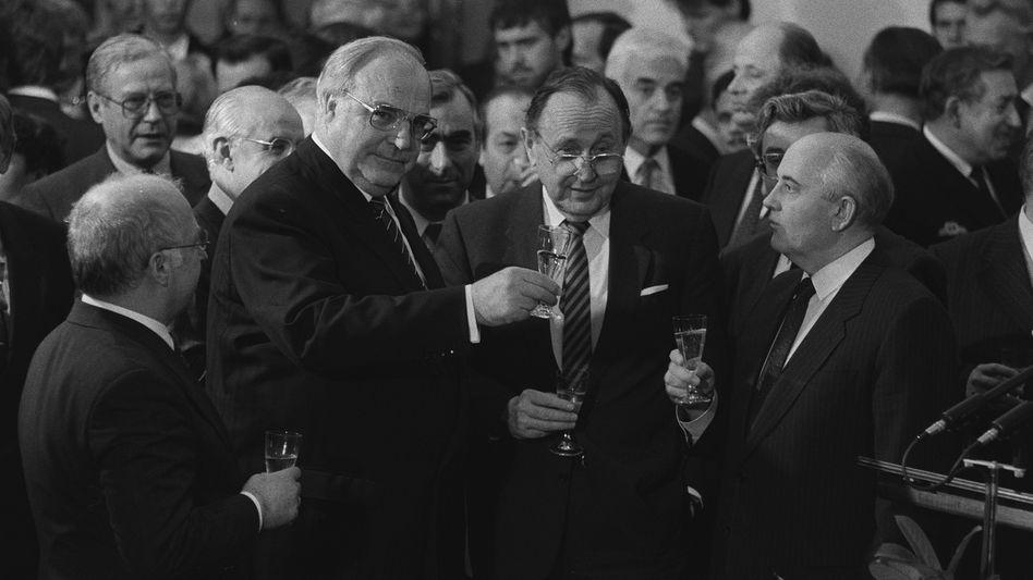 Kontrahenten Kohl, Genscher, Gorbatschow 1990: Unfreundliche Urteile