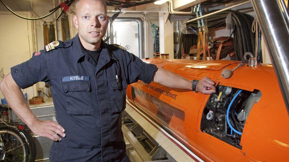 """Norwegischer Kapitän Helge Telle mit Tauchroboter: Suche nach """"Latham 47.02"""""""