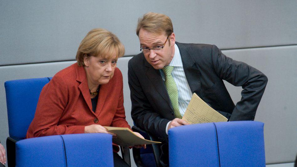 Kanzlerin Merkel mit Weidmann (im Oktober 2008): Sparen hat Vorrang