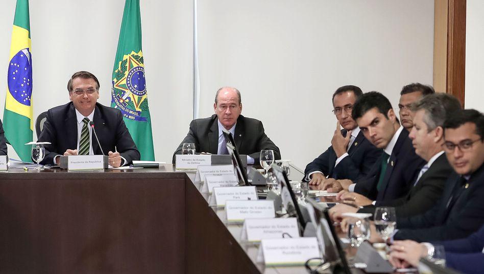 Bolsonaro im Kreis der Gouverneure: Vergleichsweise deutliche Kritik am Verhalten des Präsidenten