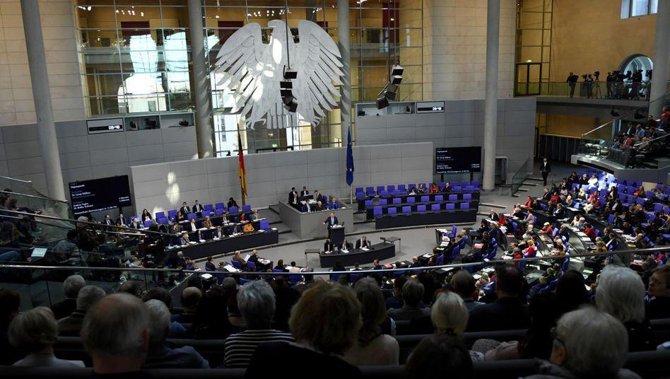 """Verkleinerung des Bundestages: """"Vom blanken Eigennutz getrieben"""""""