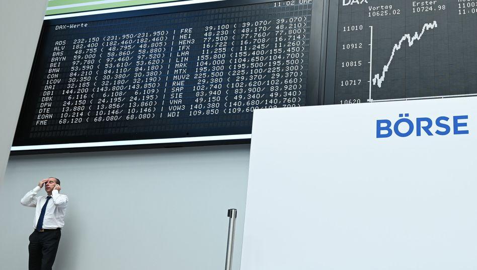 Händler an der Frankfurter Börse: Nervosität hält an