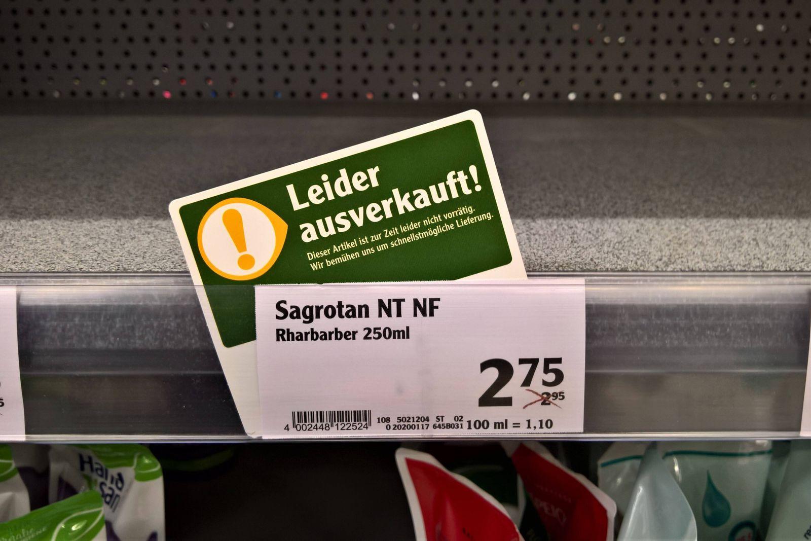 In Drogerien bzw Drogeriemaerkten wie auch im Supermarkt finden sich zurzeit Luecken in den Regalen. Desinfektionsmitte