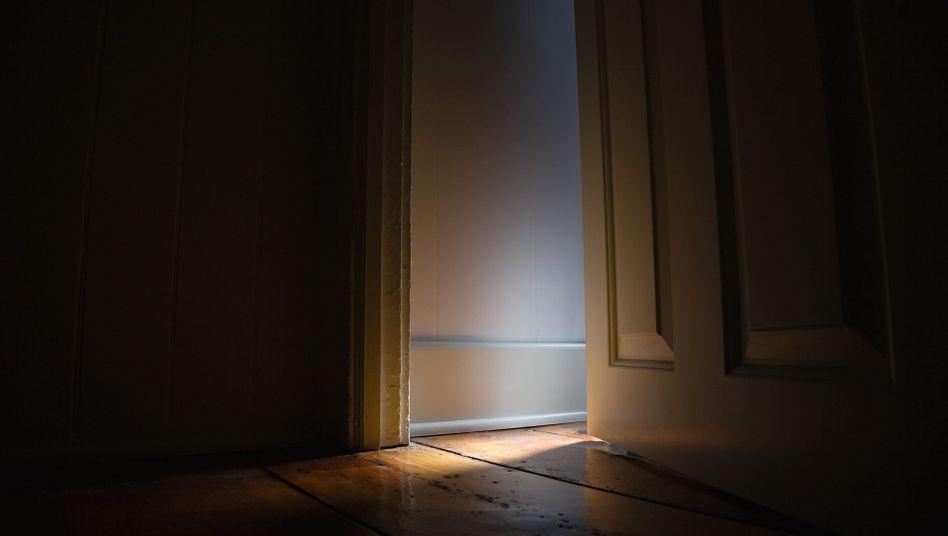 Offene Tür: Ereignen sich bei Nachbarn seltsame Dinge, weiß man nicht immer, was zu tun ist