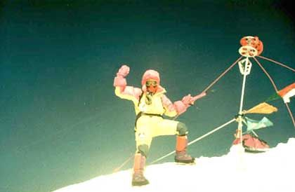 Gipfel des Mount Everest: Bei der Expedition 1992 von AMICAL alpin erreichten nur Dujmovits und ein Sherpa den Gipfel