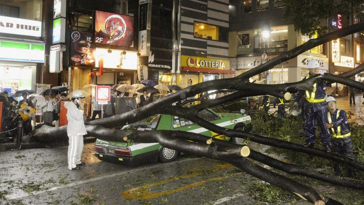 """Taifun in Japan: """"Roke"""" trifft Tokio"""