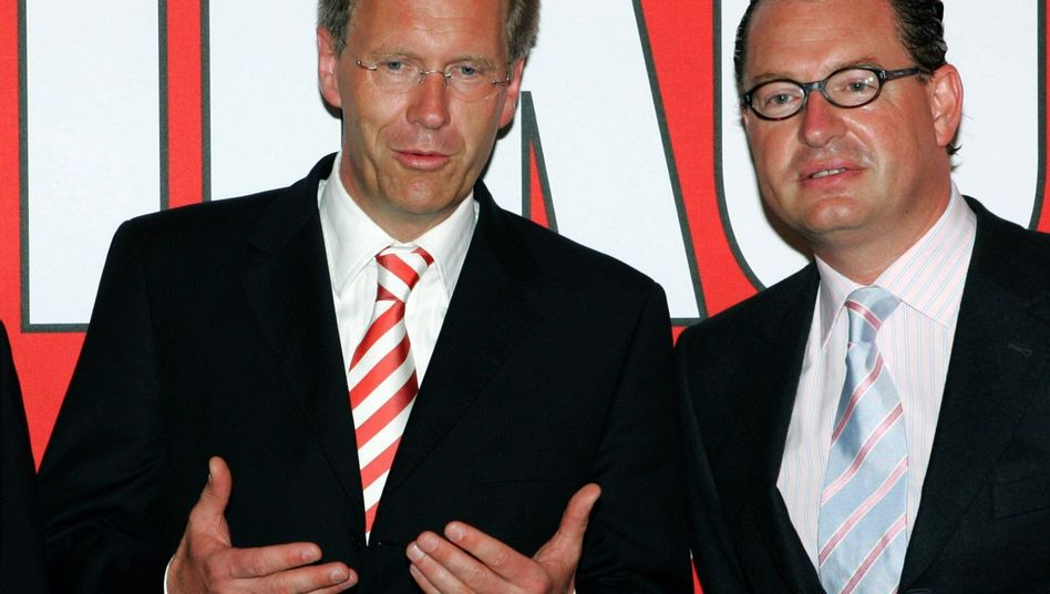 Christian Wulff, (L) then governor of Lower Saxony, and Bild editor-in-chief Kai Diekmann in better days, at the Bild summer party in July 2006.