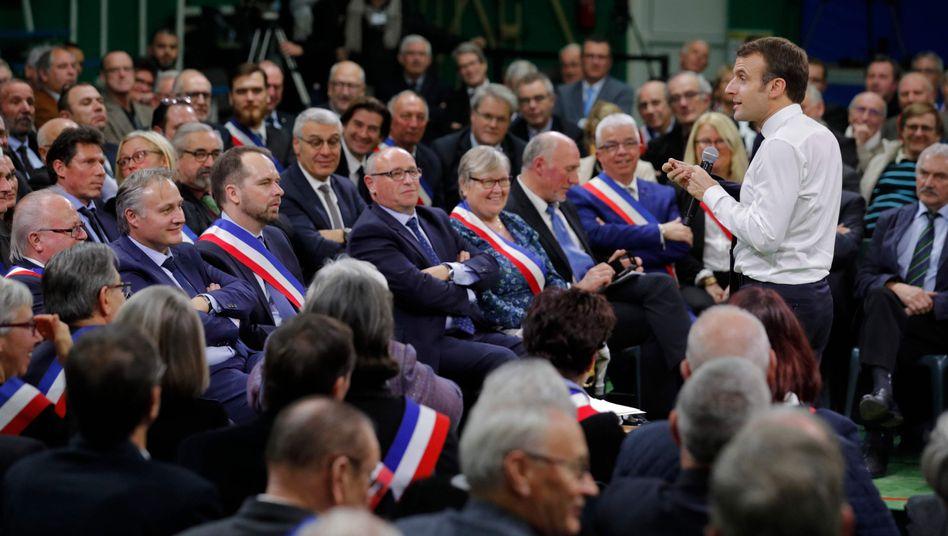 Macron in der Gemeinde Grand Bourgtheroulde