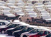 Warten auf Käufer: Nur zwölf Monate lang dürfen Händler Autos als fabrikneu verkaufen
