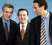 Deutscher Rekord: Kanzler Schröder schuf das Kultur-Staatsministeramt, das auf halber Wegstrecke schon zwei Inhaber kennt: Michael Naumann (l.) und Julian Nida-Rümelin (r.)