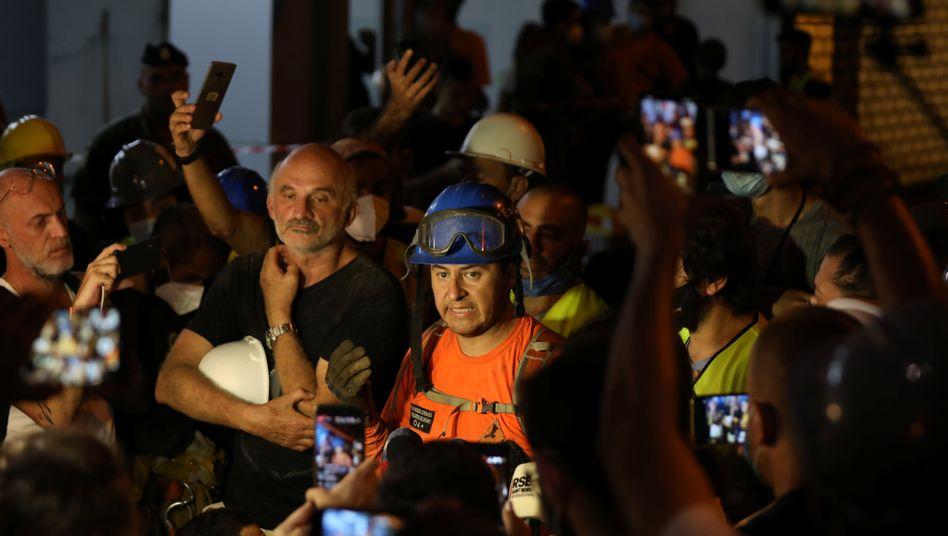 Keine Anzeichen für Leben mehr: Francisco Lermanda vom chilenischen Rettungsteam spricht zu Journalisten