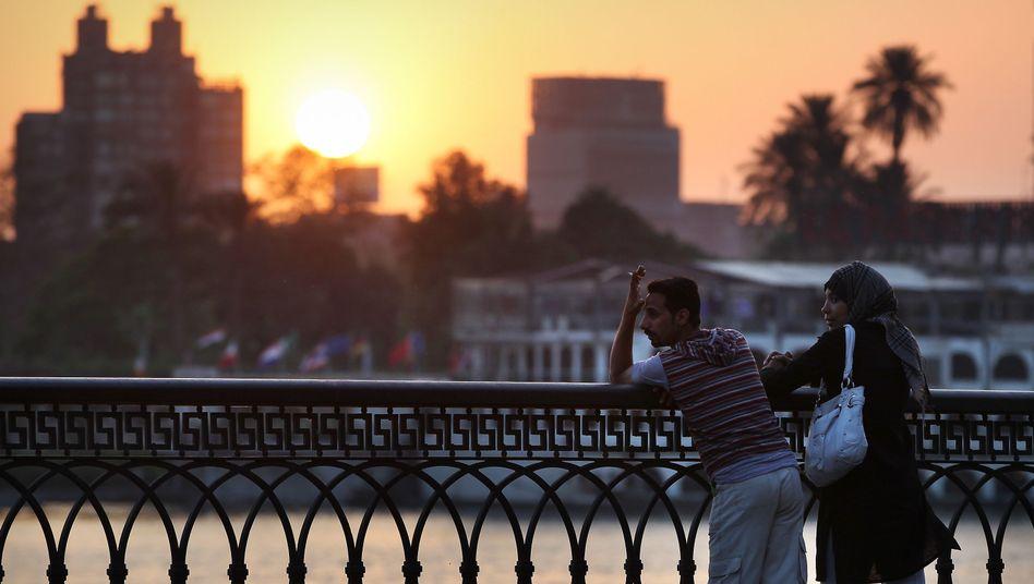 Junges Paar in Kairo: Lieber einen Arbeitsplatz statt Demokratie?