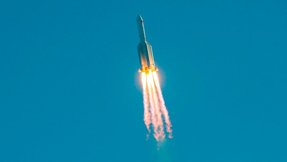 Rakete Langer Masch 5B nach dem Start am 5. Mai - nun ist die Hauptstufe als Schrott zur Erde gefallen