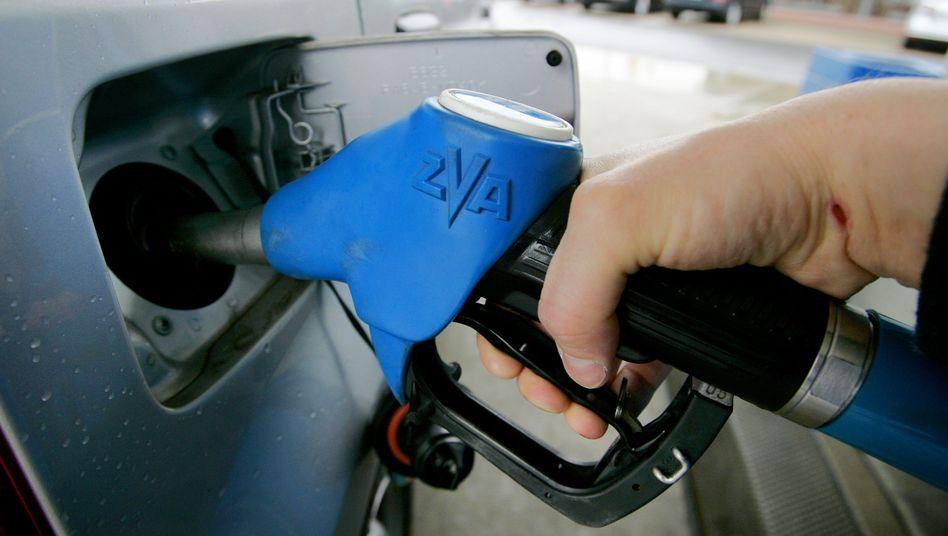 Zapfpistole: Am Montag erreichte der Benzinpreis ein neues Rekordhoch