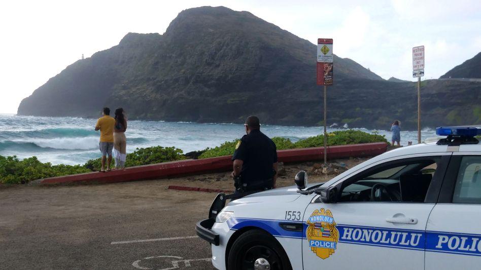 Polizeifahrzeug in Honolulu: Warten auf den Sturm