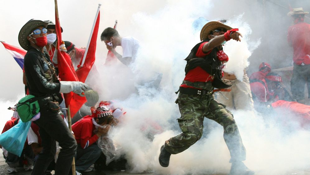 Bangkok: Straßenschlacht zwischen Soldaten und Rothemden