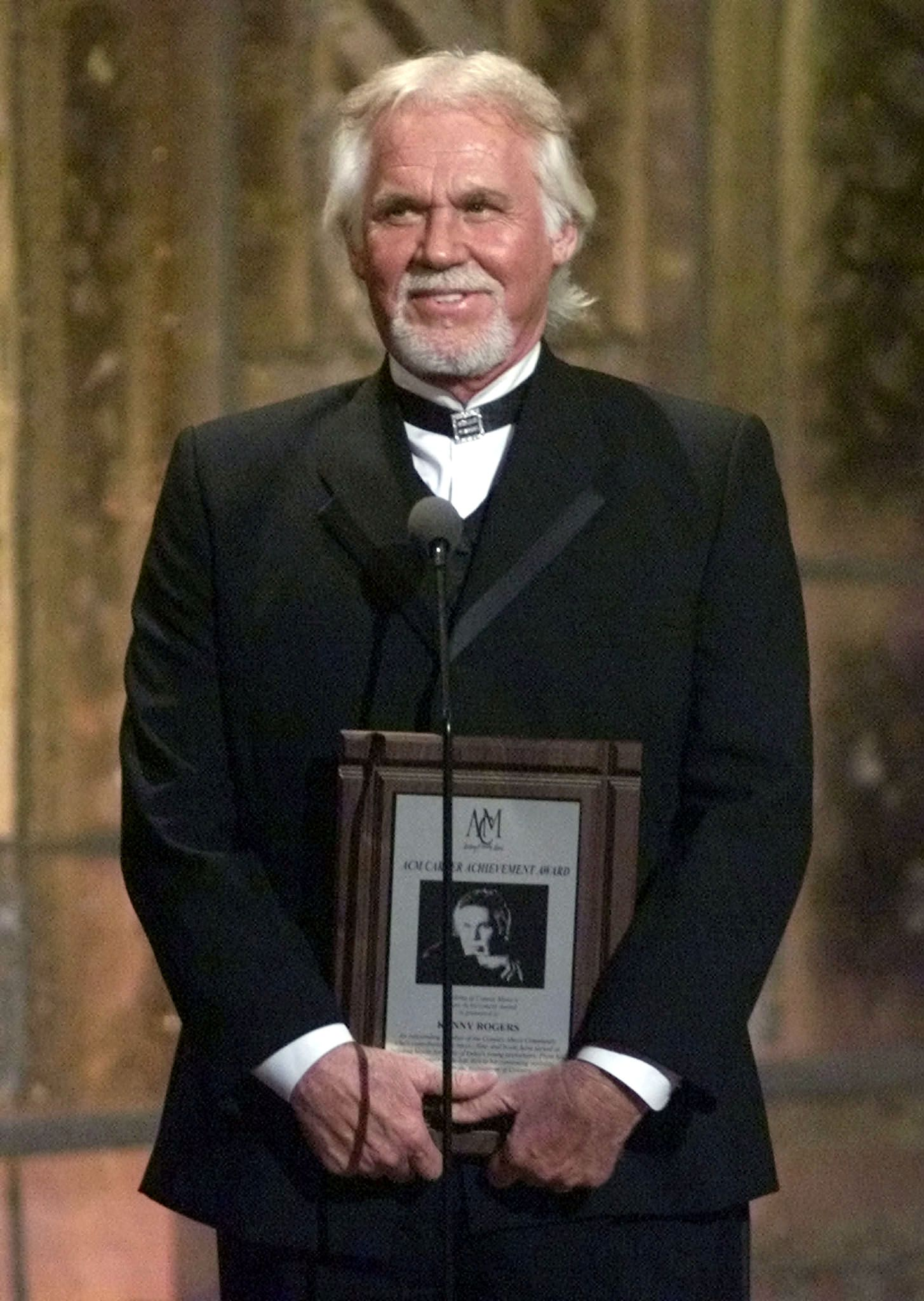 FILE PHOTO: Singer Kenny Rogers accepts a special Career Achievement Award at the 36th annual Academy of Country Music Awards in Los Angeles