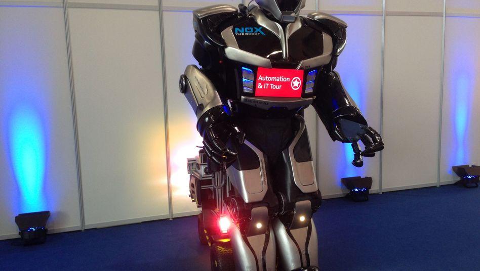 Roboter Nox: Mechatronischer Entertainer trifft die nüchterne Welt der Industrie