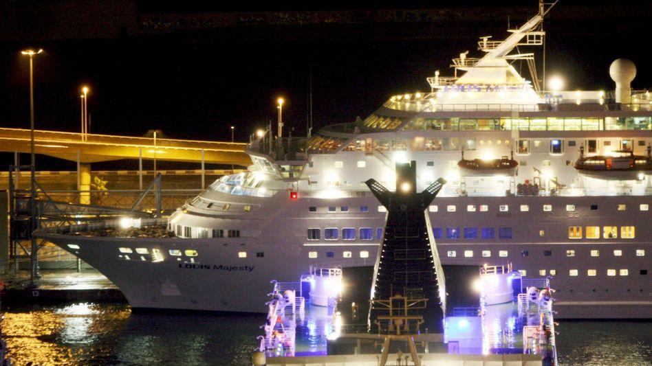 """Die """"Louis Majesty"""" am Mittwoch im Hafen von Barcelona: """"Ich sah das Wasser aus einem der Säle stürzen"""""""