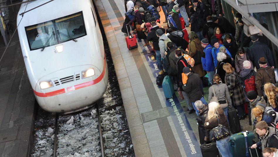 """ICE am Hamburger Hauptbahnhof (Archivbild): """"In den ersten vier Wochen 2020 stieg die Zahl der Reisenden von elf auf 12,2 Millionen"""""""