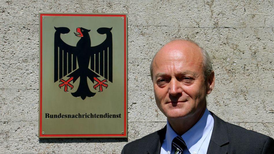 BND-Chef Schindler: Weniger Geheimniskrämerei beim Geheimdienst