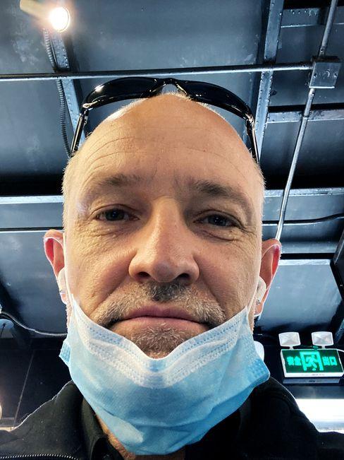 SPIEGEL-Korrespondent Zand mit Gesichtsmaske