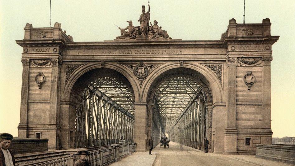 Stil der Zeit: Die Rheinbrücke zwischen Mannheim und Ludwigshafen wurde 1867 in Betrieb genommen